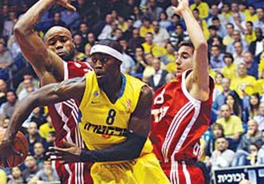 Maccabi Tel Aviv's Doron Perkins passes the ball b
