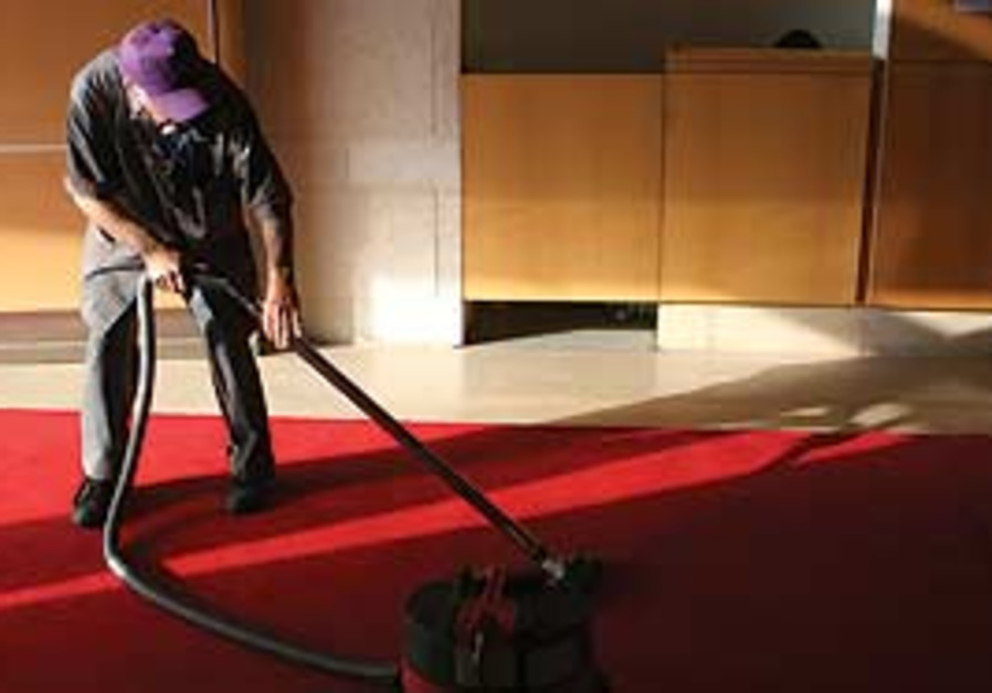 A FULL-TIME cleaner can make less than minumum wag