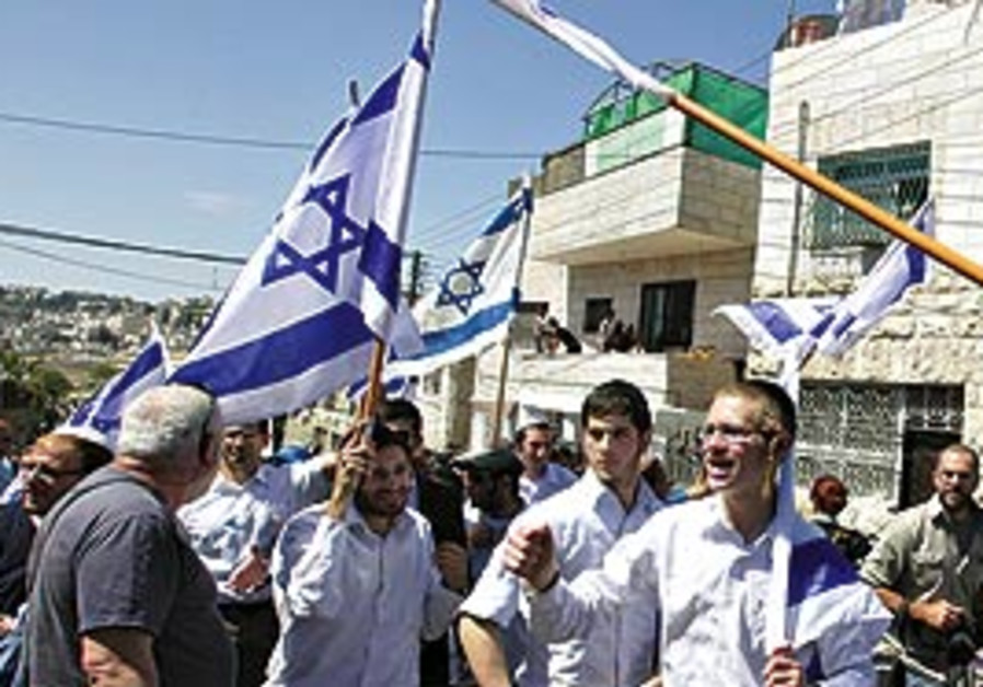 Right-wing Jews march a few hundred meters into Si