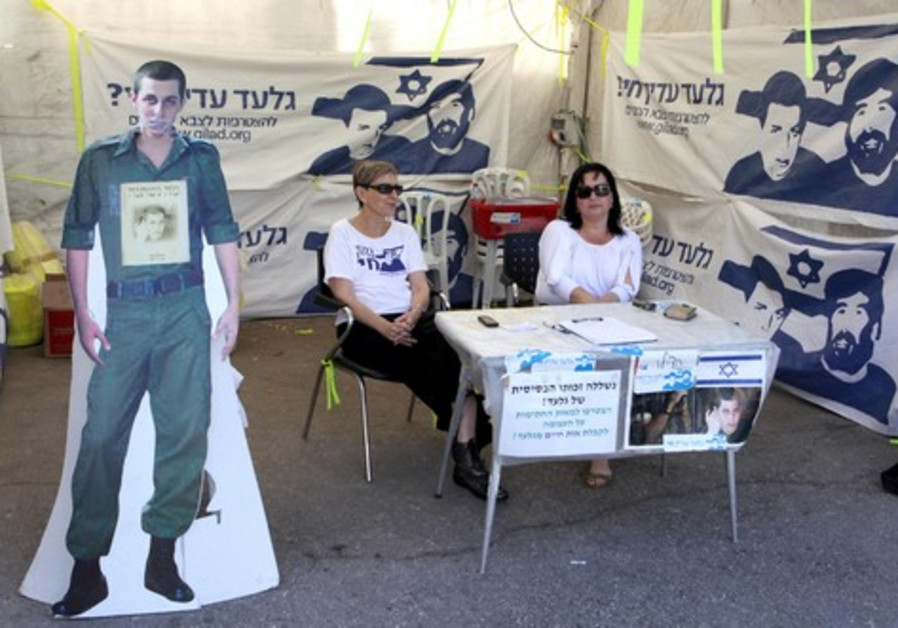 Two activists for the release of captive IDF soldi