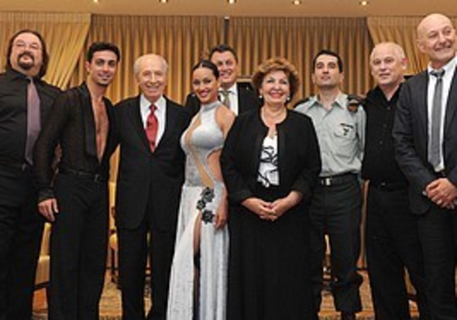 Peres hosts high-achievers who came from the forme