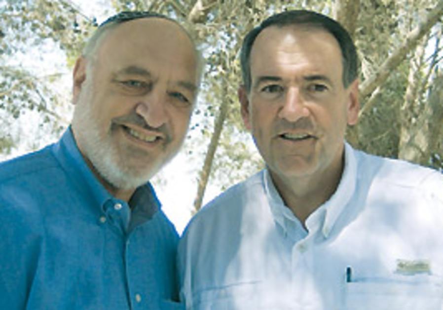 AIAC chairman Harvey Schwartz (left) meets with fo
