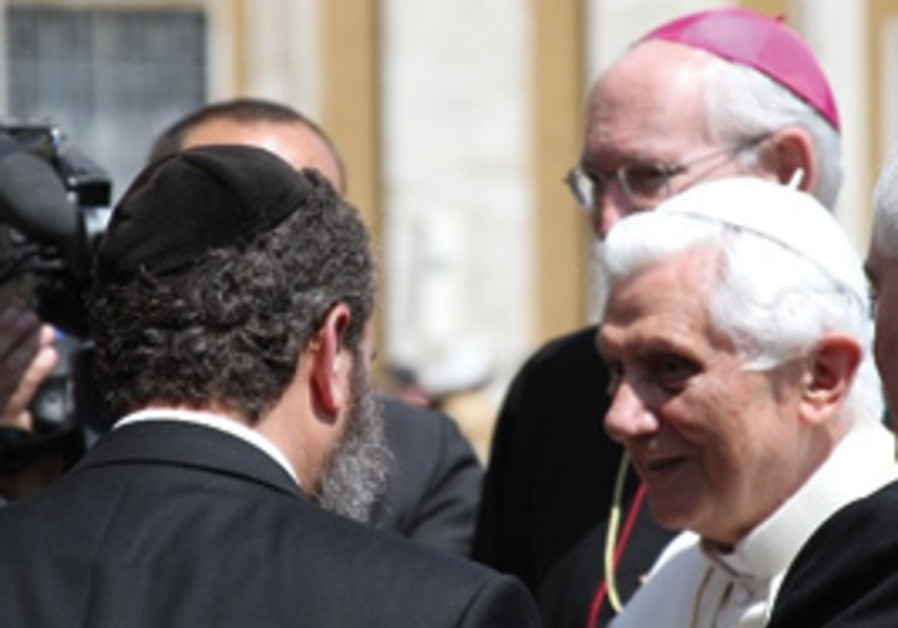 RABBI SHMULEY BOTEACH meets Pope Benedict XVI at t