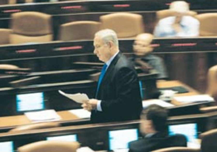 PM Binyamin Netanyahu walks through the Knesset