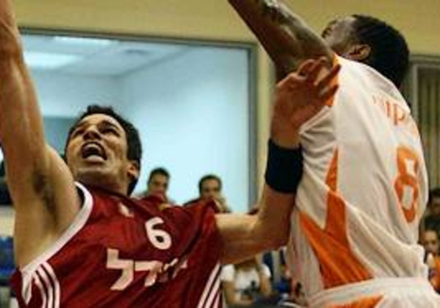 Hapoel Jerusalem forward Uri Kukia (left) goes up