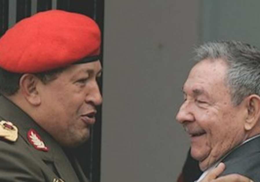 Chavez greets Cuban President Raul Castro