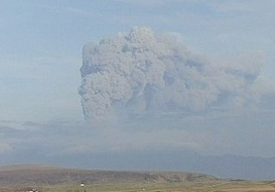 A renewed column of ash rises from Iceland's Eyjaf