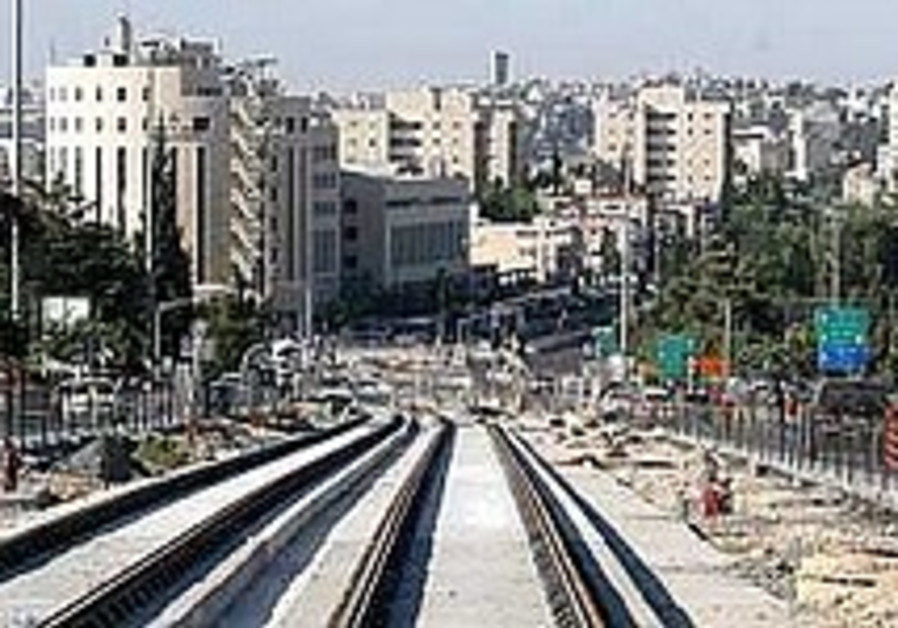 State takes J'lem light rail builder to court over delays