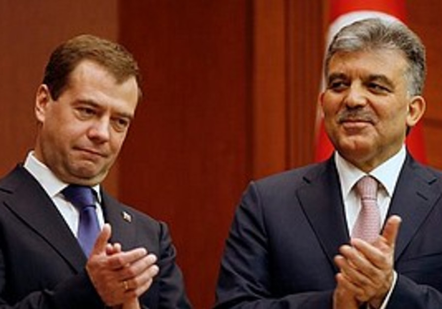Russian President Dmitry Medvedev and his Turkish
