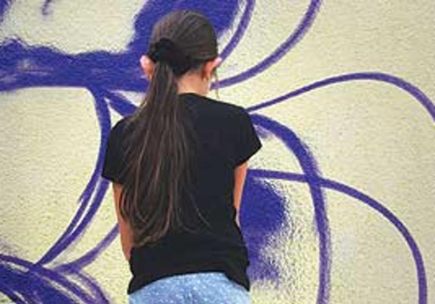 Mural painter in the Artists 4 Israel project.
