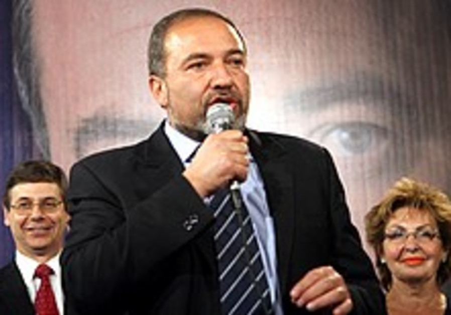 Lieberman talks to his supporters