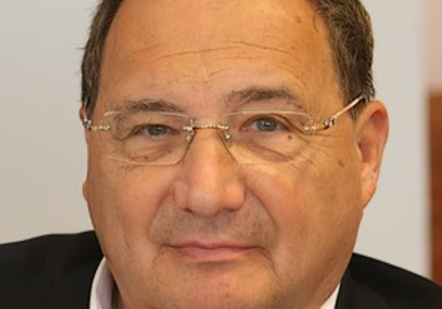 Foxman takes center stage against Carter, lobby critics