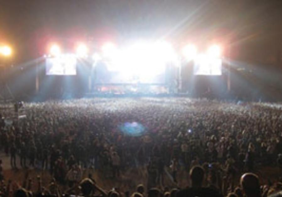 The crowd at Ramat Gan