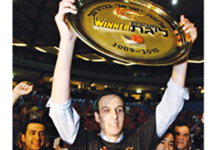 Oded Katash with trophy