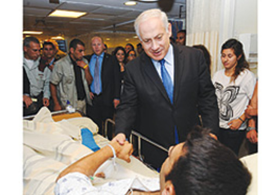 Binyamin Netanyahu visits a soldier wounded Minday