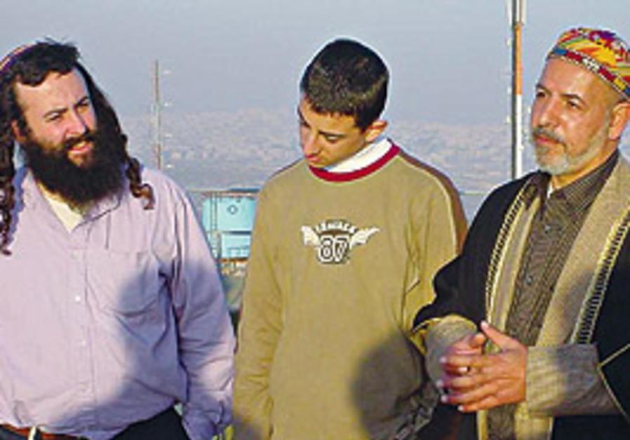 Sufi Sheikh Abdul Aziz Bukhari (right)