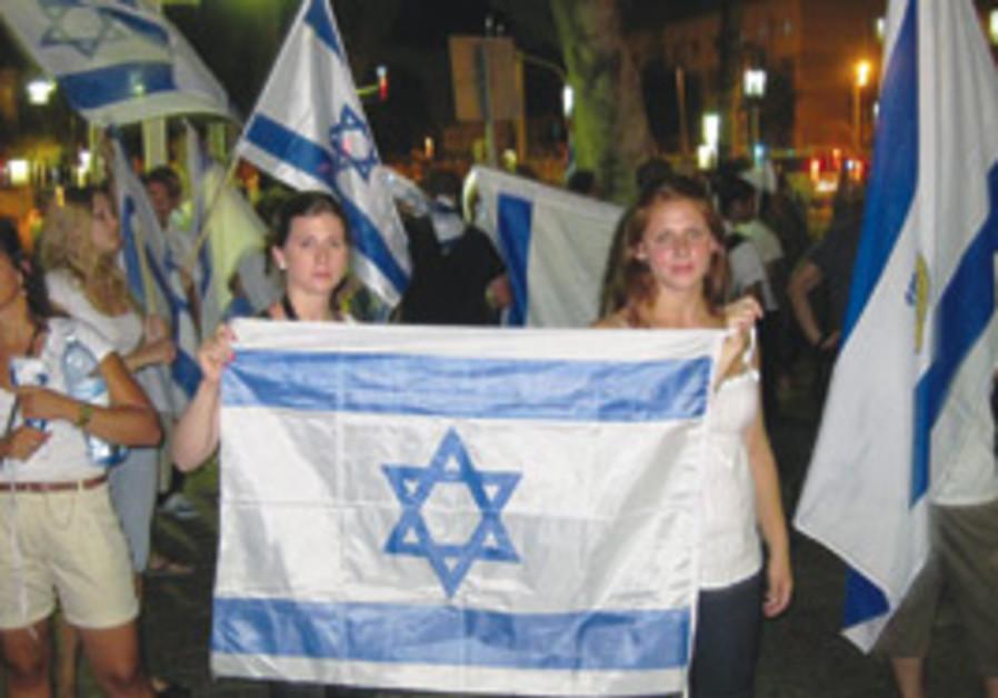 girls at tel-aviv protest