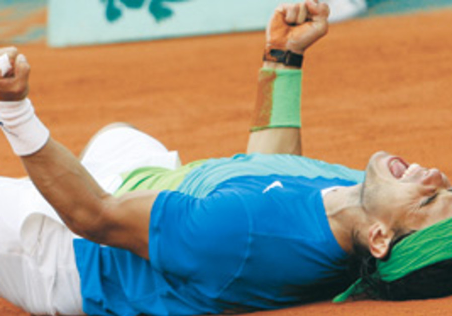 RAFAEL NADAL is applauded after defeating Robin So