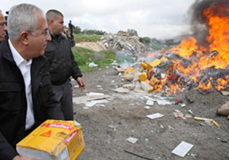 Fayyad burns products from Jewish settlements