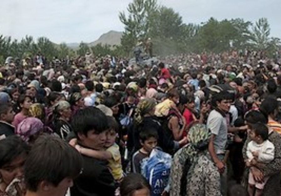 Ethnic Uzbek gather near the Kyrgyz-Uzbek border,