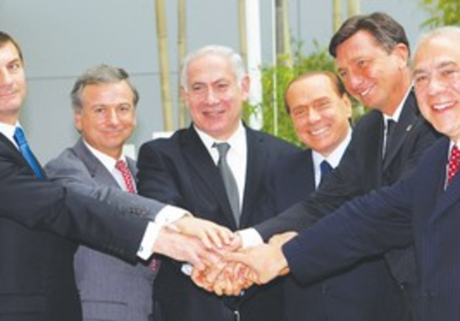 PRIME MINISTER Binyamin Netanyahu joins hands with
