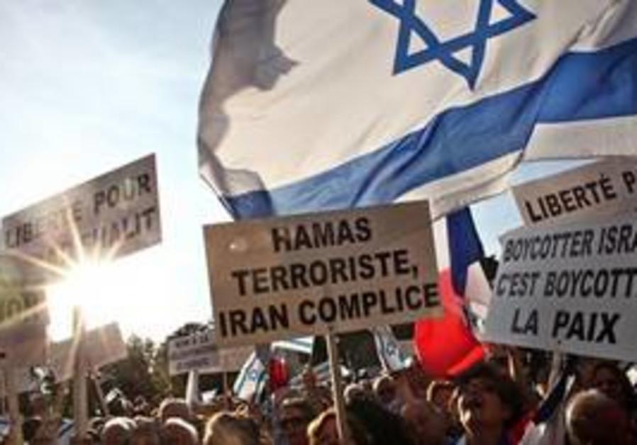 Demonstrators supporting Israel