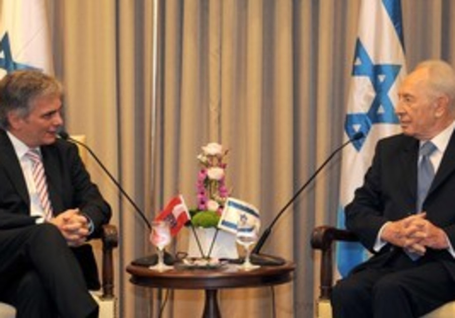Peres meeting with Faymann in Jerusalem, Thursday.