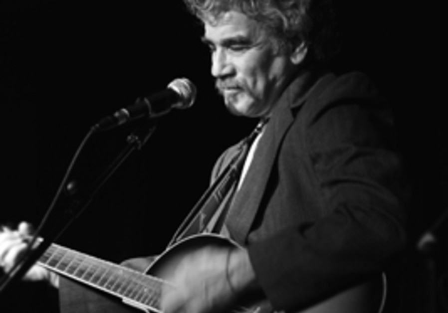 Chicago blues legend Maark Rashow struts his stuff