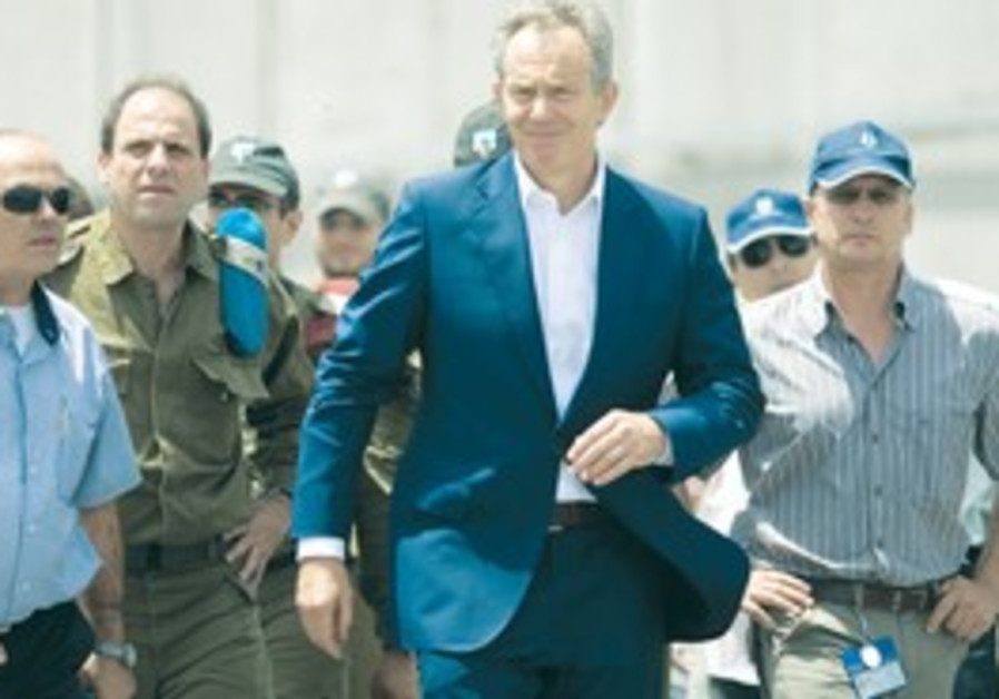 Blair at Gaza crossing