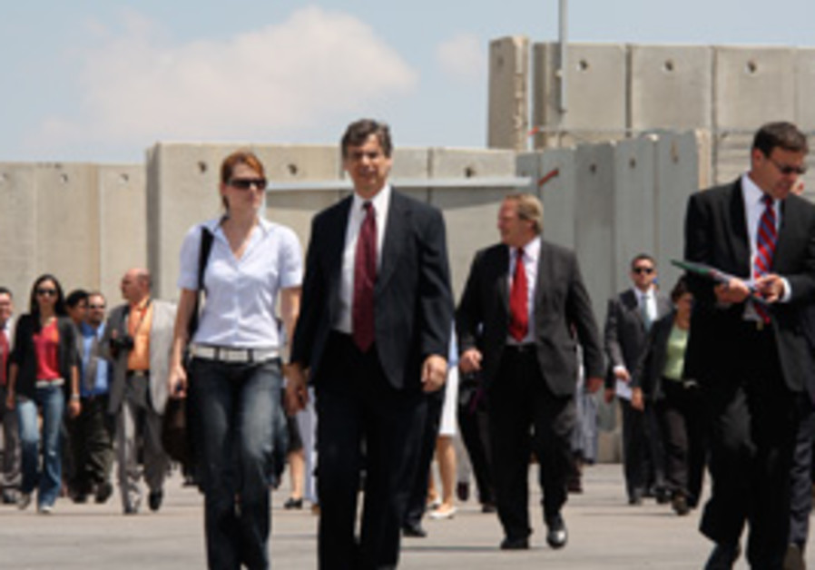 Danny Ayalon walking like a cool guy 311