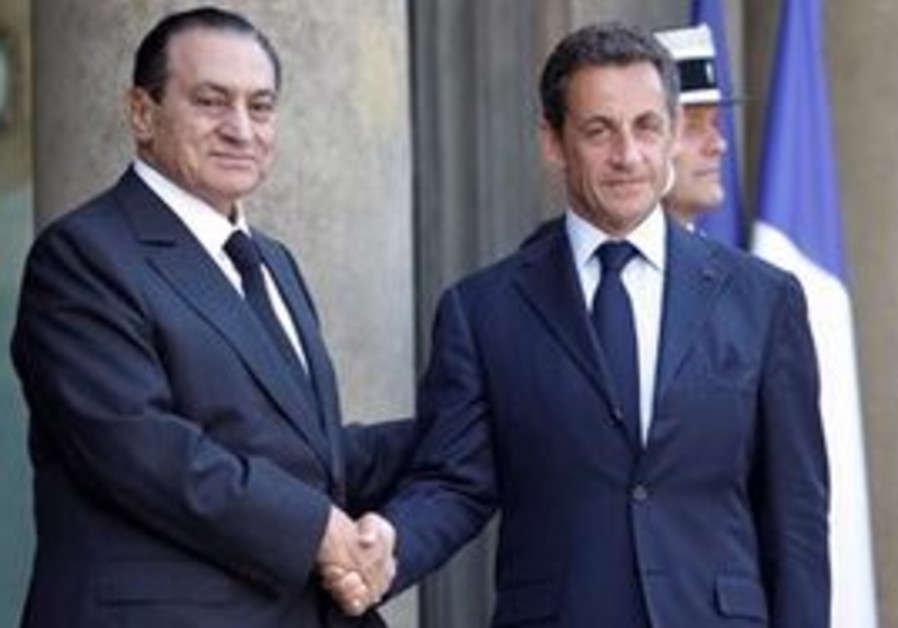 EGYPTIAN PRESIDENT Hosni Mubarak with French Presi