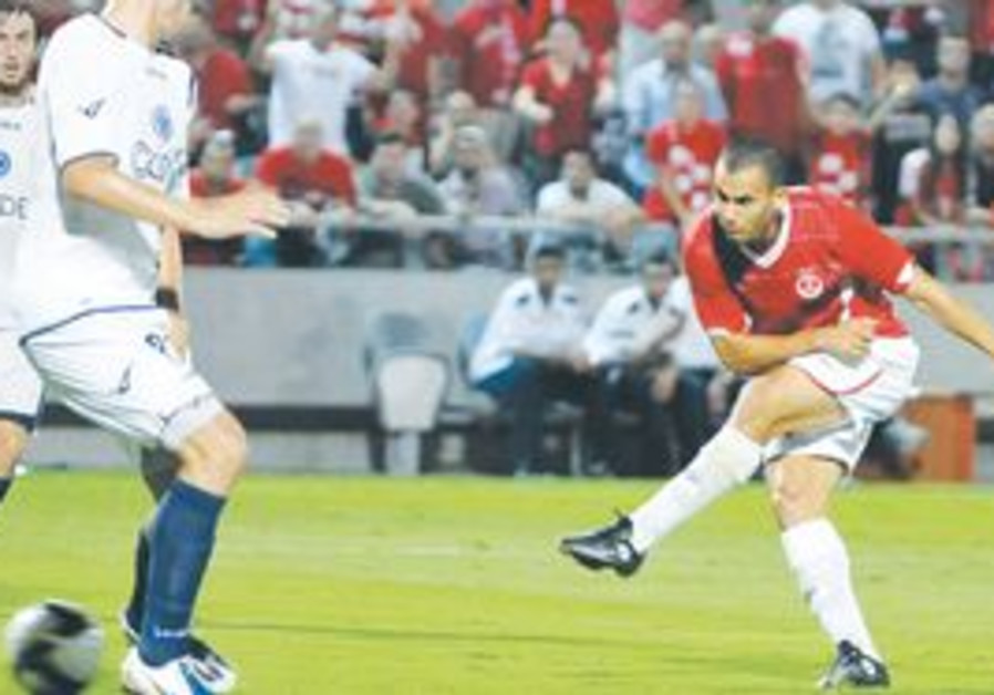 HAPOEL TEL AVIV midfielder Gili Vermut (seen above
