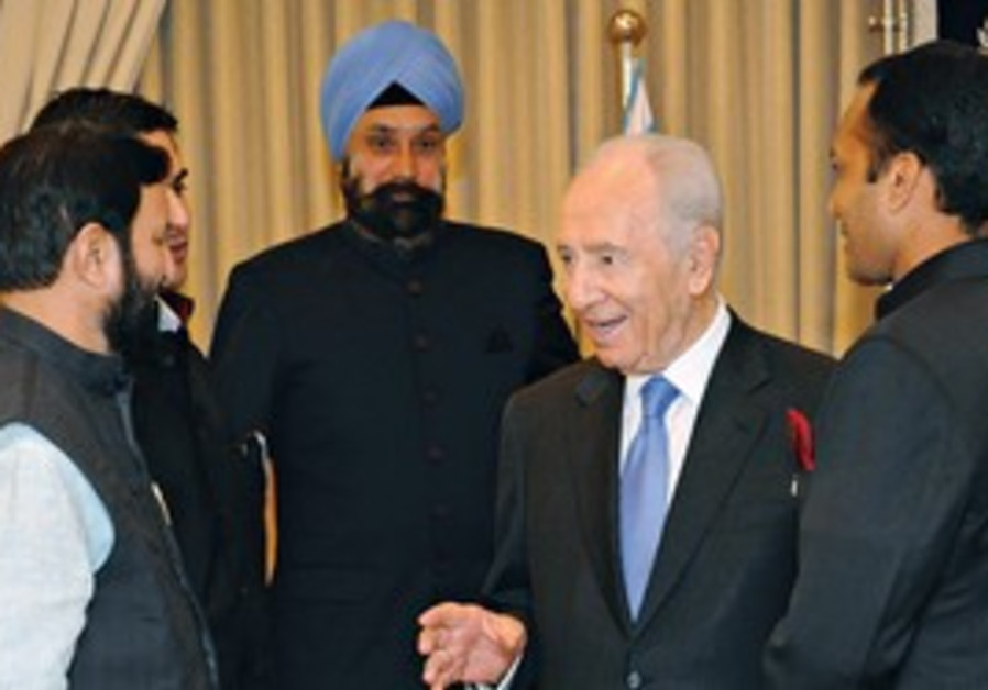PRESIDENT SHIMON Peres meets with members of an Indian parliamentarian delegation at Beit Hanassi ye