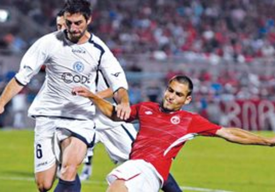 FORWARD ITAI SHECHTER (right) and Hapoel Tel Aviv slid into the Champions League's third qualifying