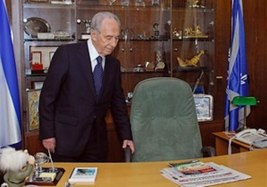 Peres surprised his hut to be wrecked