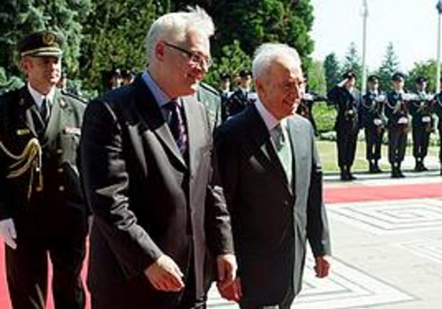 PRESIDENT SHIMON PERES and his Croatian counterpart, Ivo Josipovic, review an honor guard in Zagreb