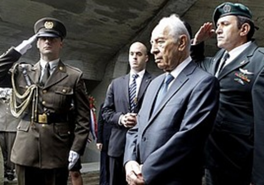 President Shimon Peres attends the ceremony at the site of Croatia's notorious WWII-era exterminatio
