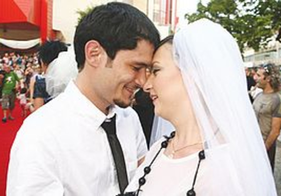 STAS GRANIN and Yulia Tagil tie the knot yesterday in Tel Aviv – and use the occasion to protest aga
