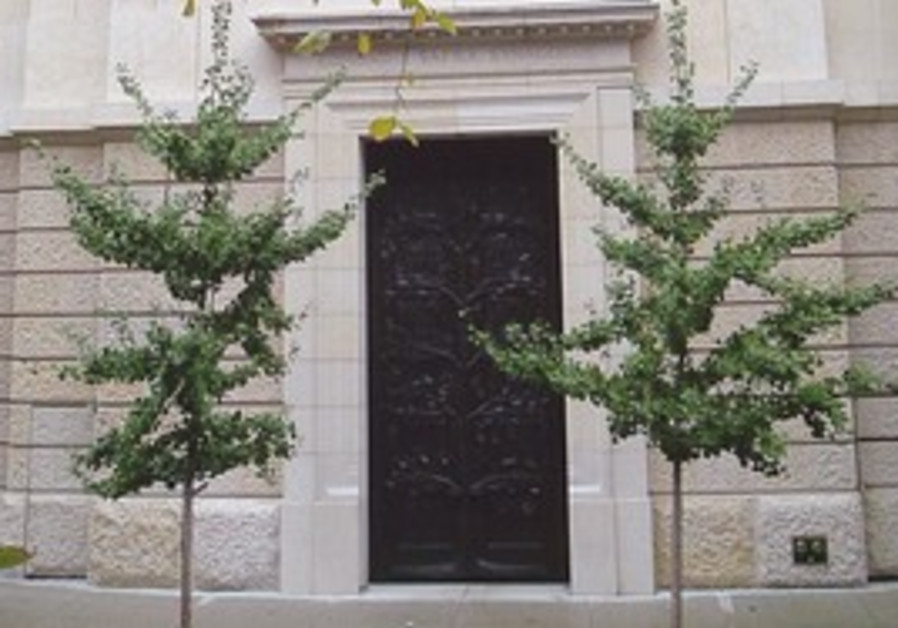 SYNAGOGUES ABROAD have begun to incorporate Jerusalem stone.