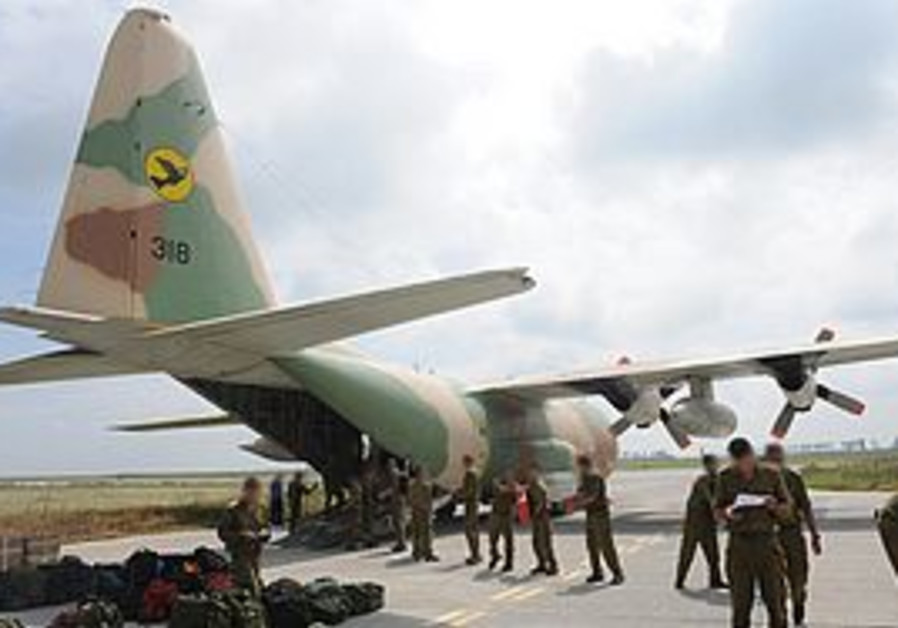 IDF soldiers unload a plane in Romania after the IAF helicopter crash