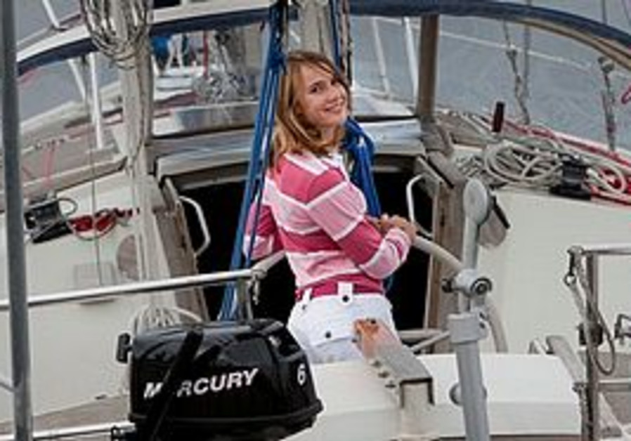A Dutch court has cleared the way for 14-year-old Laura Dekker to set sail on a risky solo voyage a
