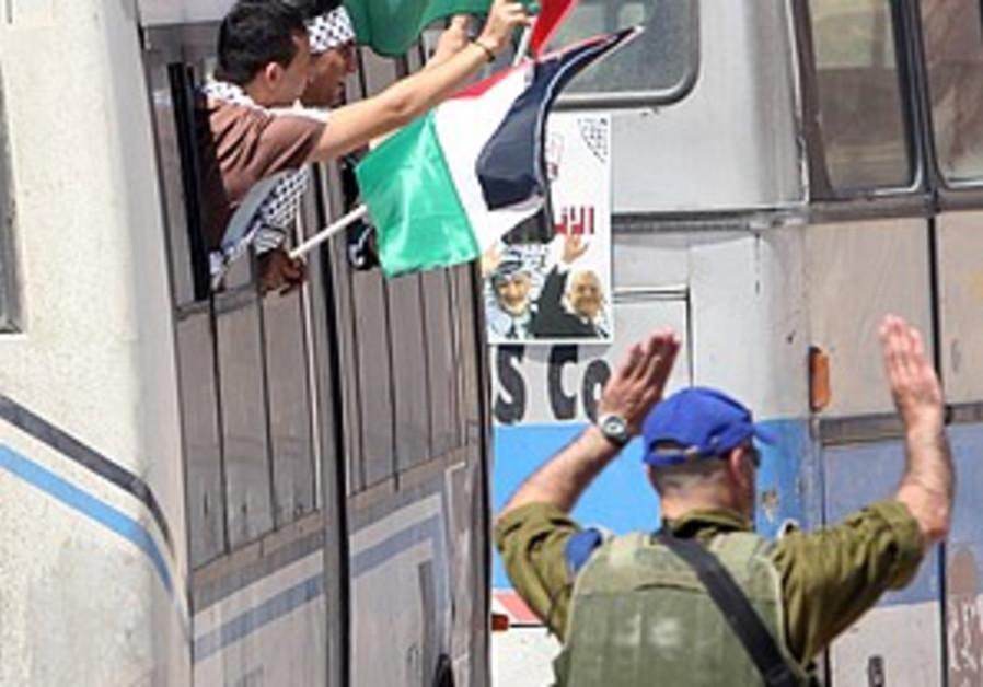 Olmert may free 100 Fatah prisoners