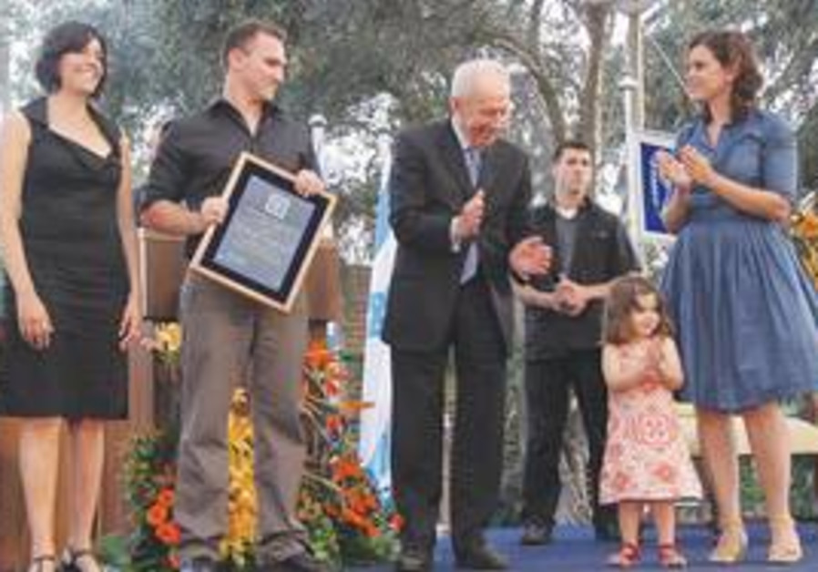 PRESIDENT SHIMON PERES honors Drs. Rotem and Moshe Lapidot (couple at left), who saved Shiri Giser a