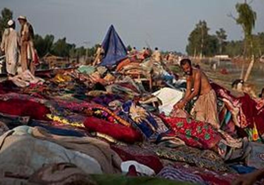 Gypsies prepare for floods in Afghanistan