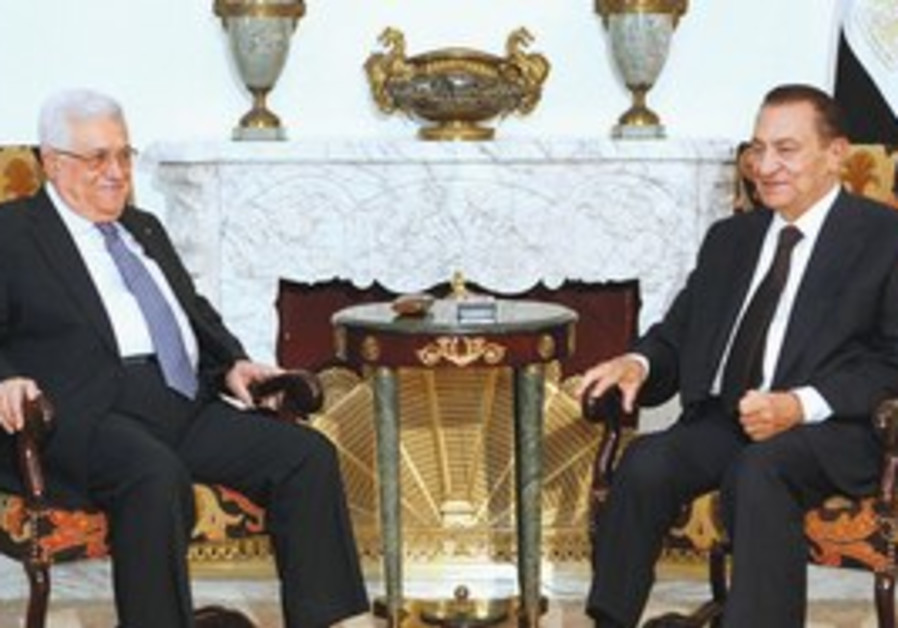 Egyptian President Hosni Mubarak, right, meets with Palestinian Authority President Mahmoud Abbas at