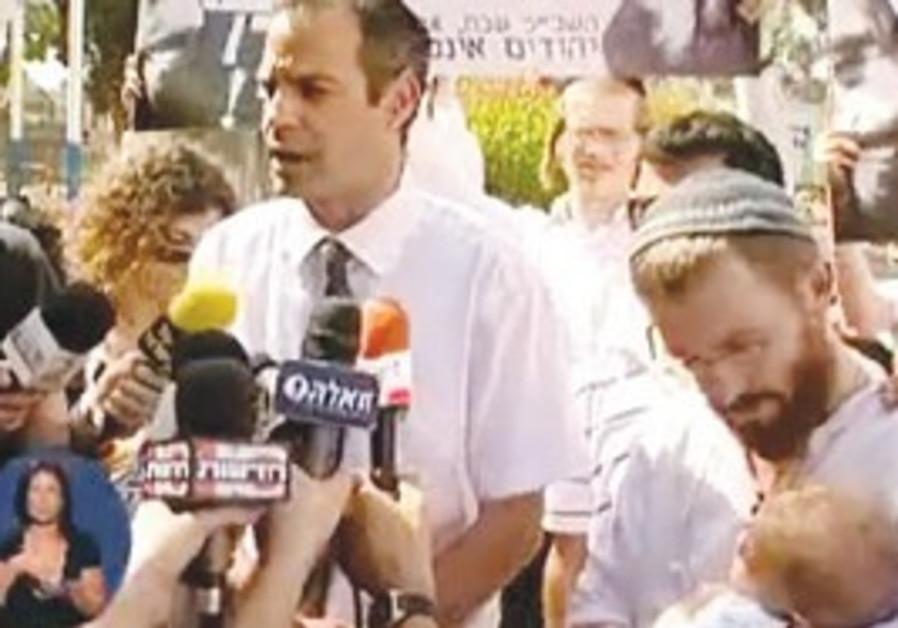 Chaim Pearlman (right) and his lawyer Adi Keidar (left).