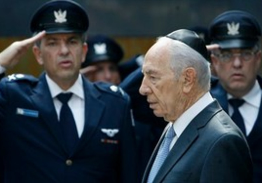 Israel's President Shimon Peres attends a memorial service for the 6 Israeli military personnel kill