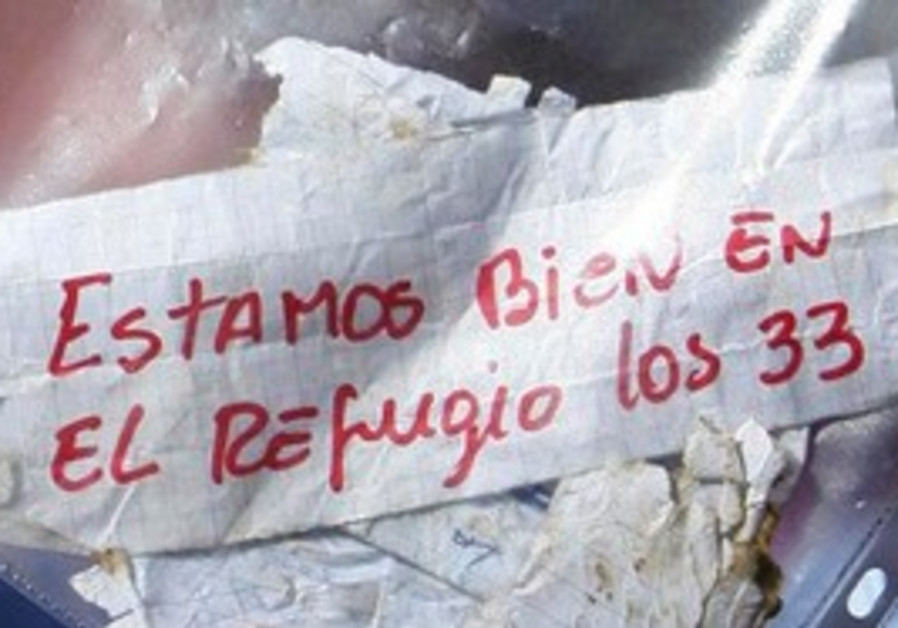 "Chilean miners' note: ""We are ok in the refuge, the 33 miners."""