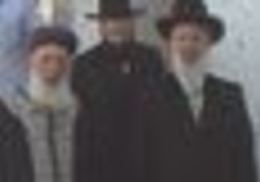 Chief Rabbis Yona Metzger and Shlomo Amar visit Joseph's Tomb.