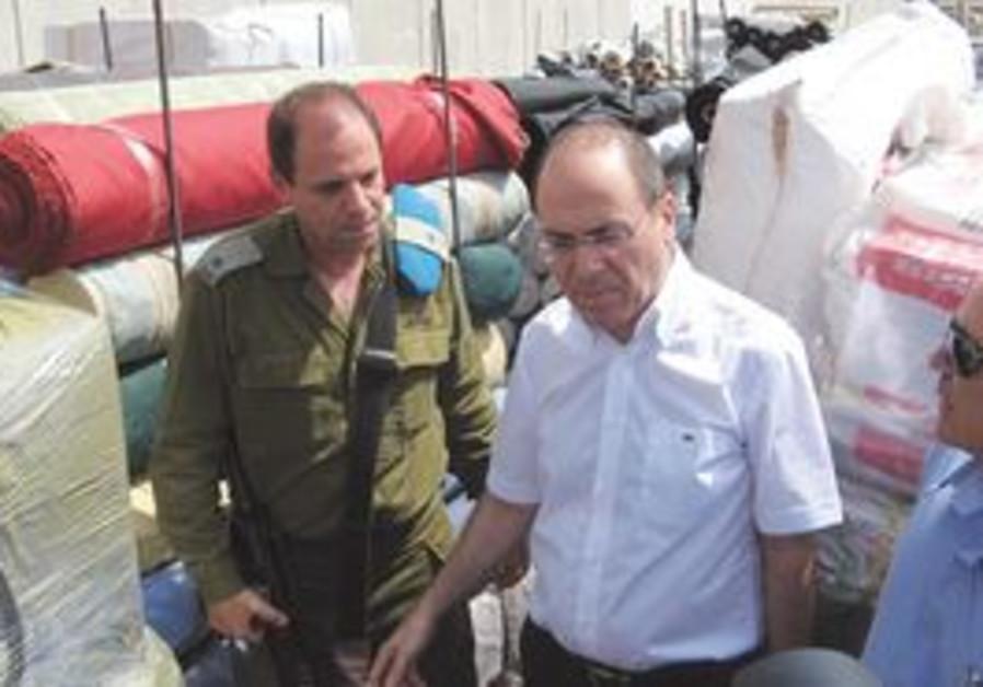 Regional Development Minister Silvan Shalom at the Kerem Shalom crossing.